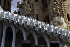 Sagrada Familia: Per entrarci accendete un mutuo